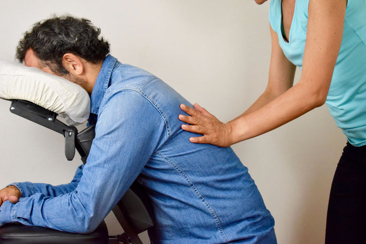Massage assis en entreprise - Amma assis - Bien-être - détente -