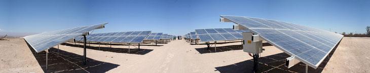 チリの砂漠に誕生した太陽光発電施設 CC BY-NC-ND 2.0 / zwansaurio