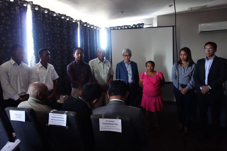 現地で里山エネルギー事業を手がけて行くNGO「マダガスカルミライ」のスタッフたち
