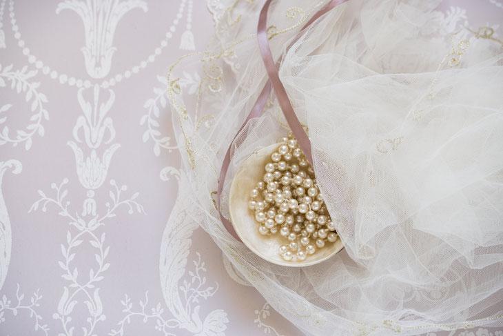 perle e nastri. pearls.