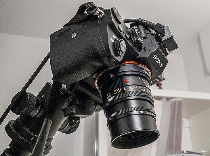 Im Test: SONY Alpha 7s2 mit LEICA Summicron-M 2,0/50 mm im Studio bei der Reprofotografie. Foto: Klaus Schoerner