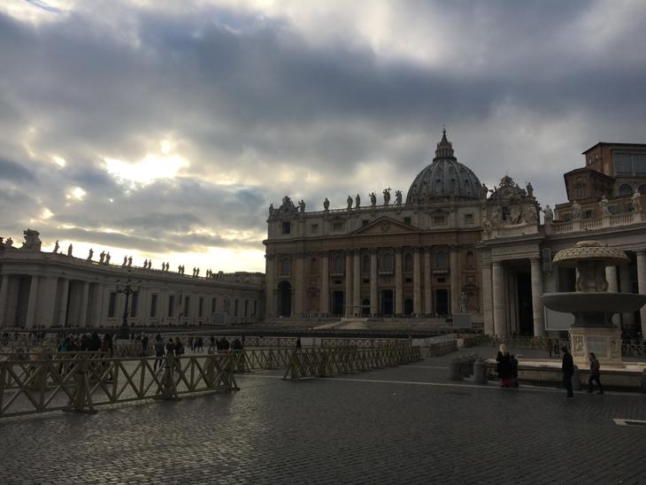 Die Absperrungen sind für die morgige Papstaudienz