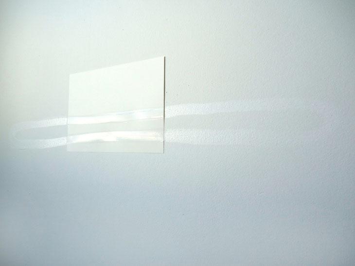 © Ruth Baumann White Ink 2014 Weiße Tusche auf weißer Wand