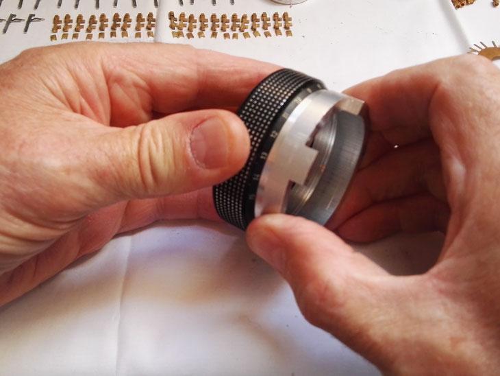 Dévissage de la bague moletée avec outil spécial