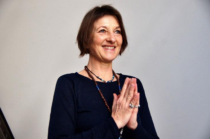 Gabriele Haage beim christozentrischen Yoga