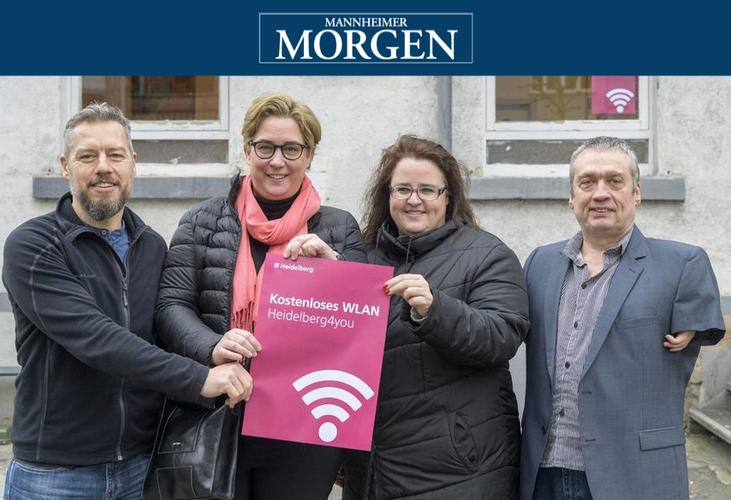 """Haben den WLAN-Punkt vorgestellt (v.l.): Matthias Meder (SKM), Nicole Huber (Stadt), Andrea Meixner (Sozialamt) und Martin Dreßler (""""WIN-WIN-Netz"""").  © Rothe"""