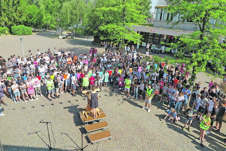 """Die Eröffnungsfeier des Staats neuen Staats """"Los Unterriedos"""" (Bild: Groß)"""