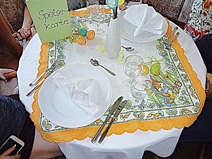 Tischdekoration, Ostern, Teller, Bestecke, Ostereier