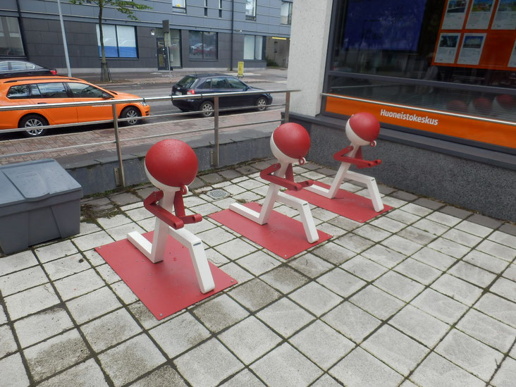 某不動産屋の店前の駐輪スペース