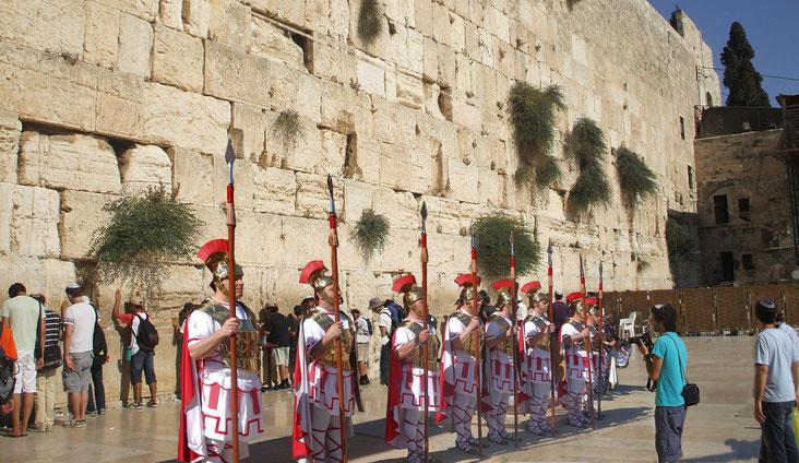 Elegits per la seva llarga experiència a la regió, el Consell de Seguretat de Nacions Unides imposa a Benjamin Netanyahu els Armats de Torredembarra, per mantenir la pau a Jerusalem.