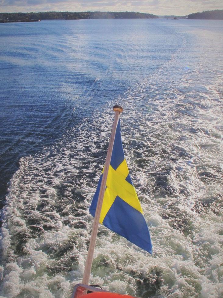 ferry mer drapeau suède bleu jaune
