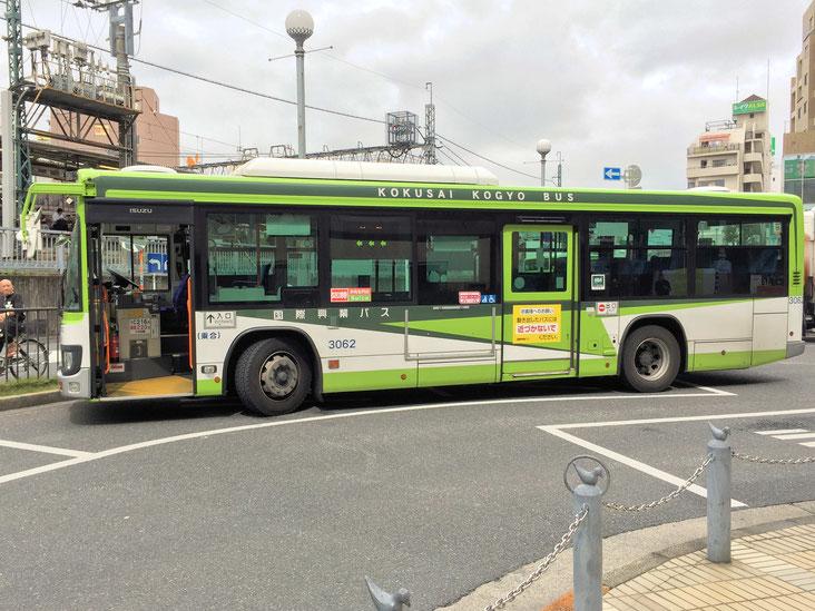 国際興業バス。