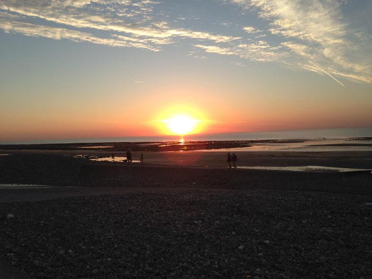 Couché de soleil sur le point plage