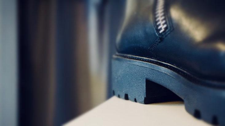 Winterstiefel Damen schwarz Leder nach Reparatur