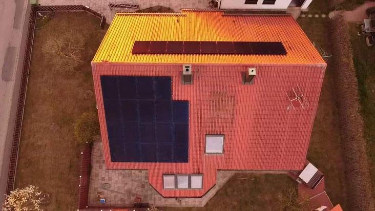 Die SunPower Performance 3 Black Module auf einem Ost-West ausgerichtetem Dach © iKratos