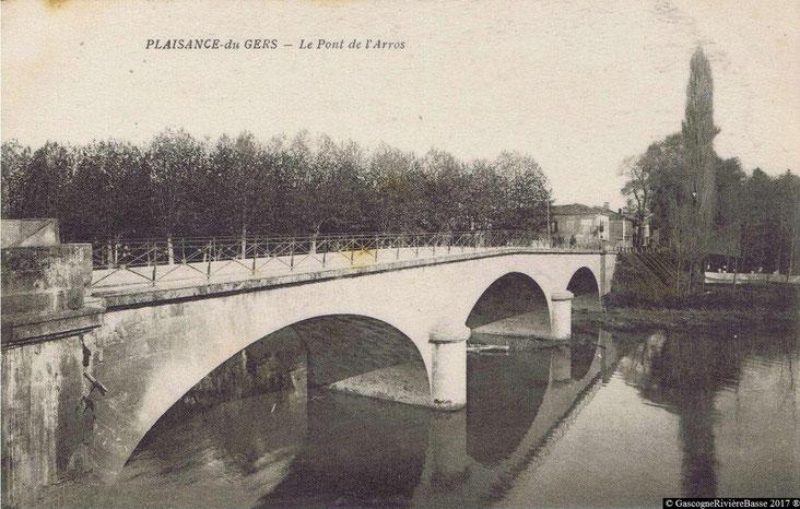 Pont de pierre sur l'Arros à Plaisance du Gers