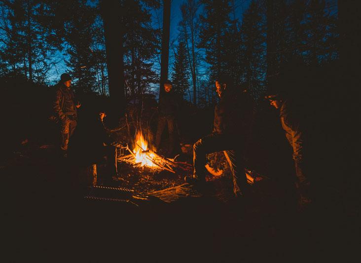 Das Feuer ist beim Überleben in der Wildnis eine Survivalkentnis die man unbedingt beherrschen sollte!