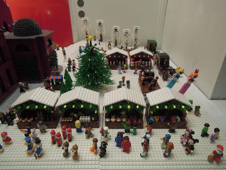 """Weihnachten auf """"Lego"""" - Dekoration in einem Spielzeuggeschäft auf Strøget. Foto: C. Schumann, 2019"""