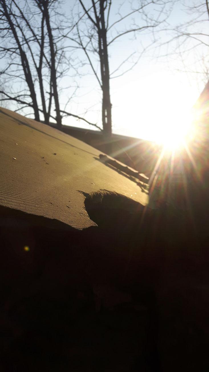 Naturstein Platten im Sonnenlicht