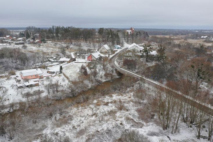 Frischingsbrücke-Blick auf Kirche im Norden