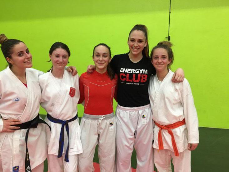 Maeva et Thea avec les championnes Italienne Laura Maniscalco, Sahara Maffini et Fabiola Antonini.