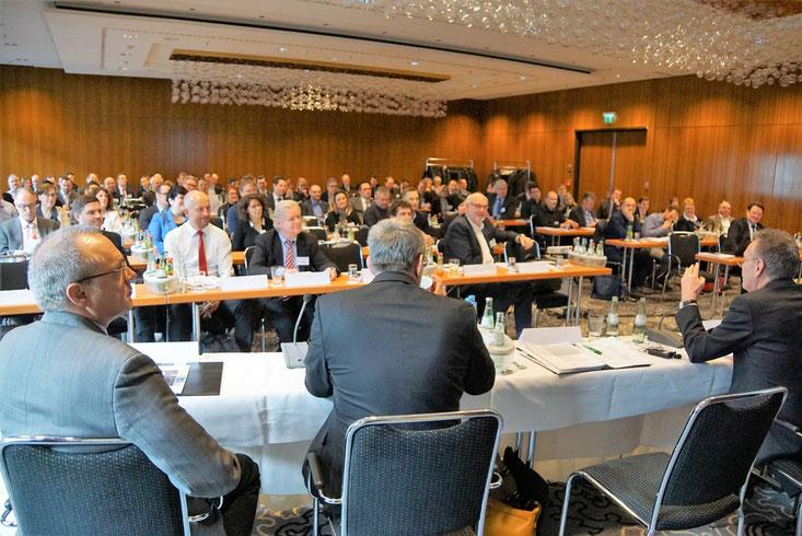 Plenum der 20. eCommerce-Konferenz Düsseldorf, 21. Februar 2018, ca. 115 Teilnehmer (Quelle: BVMed)