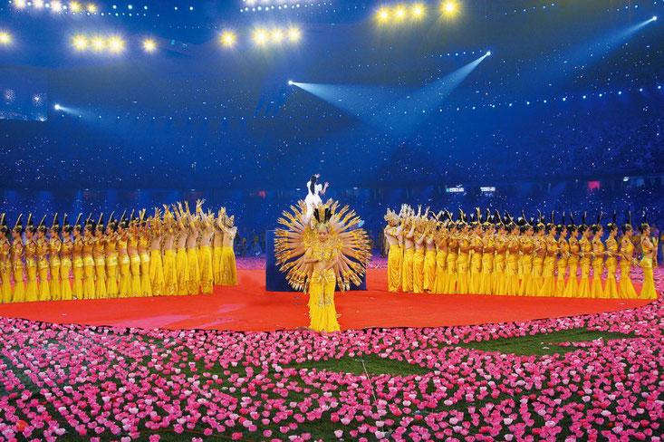 En 2008, Tai Lihua et la troupe d'artistes de la scène pour personnes handicapées de Chine ont organisé les représentations artistiques pour les cérémonies d'ouverture et de clôture des Jeux paralympiques d'été de 2008 à Beijing.