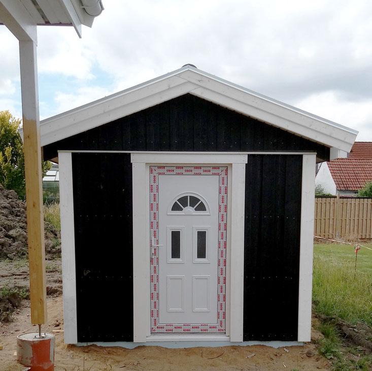 Gartenhaus zum Haus von idealhus