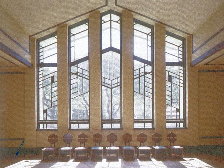パンフレットにあるホール正面の写真