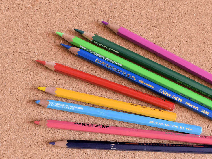 バラける色鉛筆たち