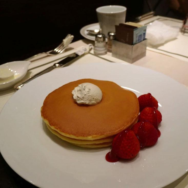 写真: ライカMで撮った帝国ホテル パークサイドダイナーのイチゴのパンケーキ