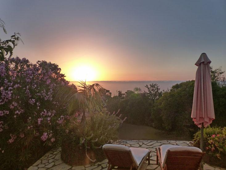 Meerblick und Sonnenuntergang von der Terrasse, Erholung pur