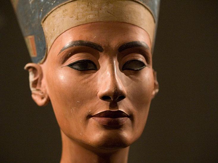 Nefertiti, nouveausculpteur chefs-d'oeuvre de la sculpture.sculpture argile nus feminins,sculpture femme enceinte,sculpture femme assise,sculpture femme nue allongée sculpture nu artistique,sculpture