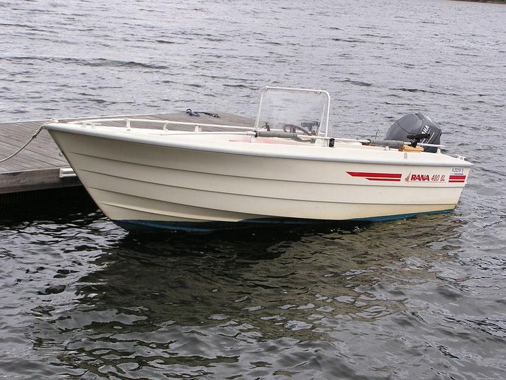 """Das """"Raketenboot"""" mit 25 PS Motor, für die Fjordfischerei einfach perfekt."""