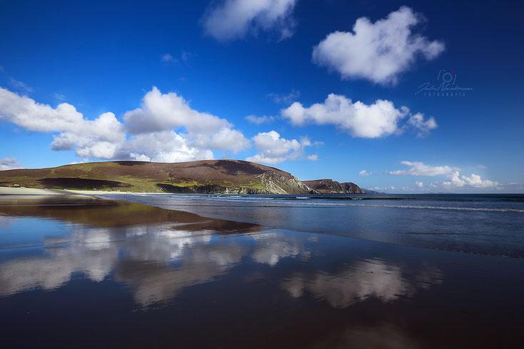 Irland_Wohnmobil_Hund_minaun cliffs_Keel Beach