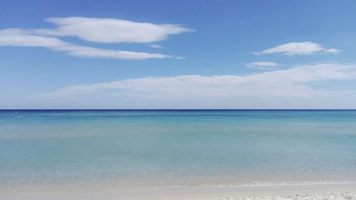 Traumhaftes Wasser an der Costa Rei