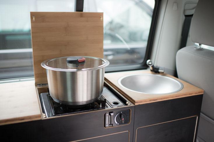 Quick Clack PRO Topf 24cm auf der Kochstelle Campingausbau