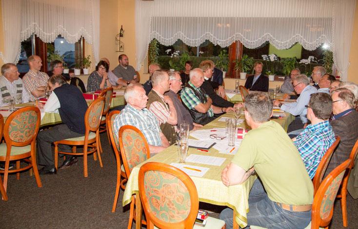 Sehr gut besuchte Versammlung - annähernd die Hälfte der Mitglieder sind anwesend!
