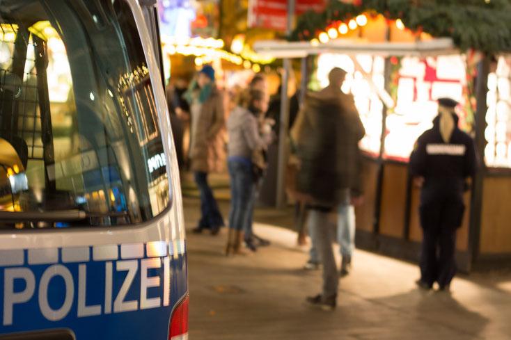 Polizeiwagen auf Weihnachtsmarkt; Detektei Dortmund, Privatdetektiv Dortmund