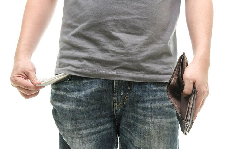 Mann mit leeren Hosentaschen und leerer Geldbörse; Mietnomaden Dortmund, Privatdetektiv