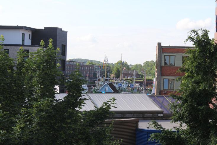 Blick über die Dächer Stades zum Stadthafen