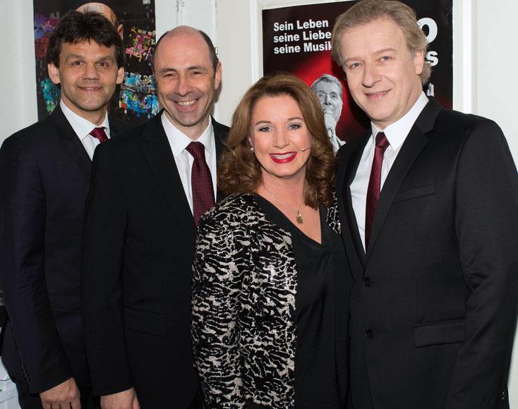 Sprecherin Gabriela Benesch, Sänger Hannes Rathammer (rechts), Gitarrist Hubert Koci (links) und Pianist Alexander Blach Marius (Mitte). Foto: www.beneschfurrer.com