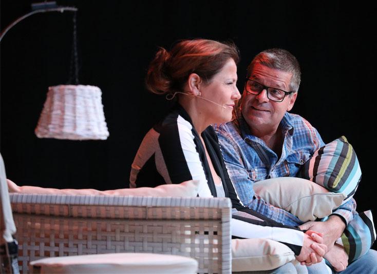 Wie sich das Leben ändert, wenn sie 50 wird - Monica Weinzettl & Gerold Rudle brillierten als alterndes Ehepaar mit Szenen und Dialogen zum Schieflachen. Mehr Fotos sehen Sie hier in Kürze.