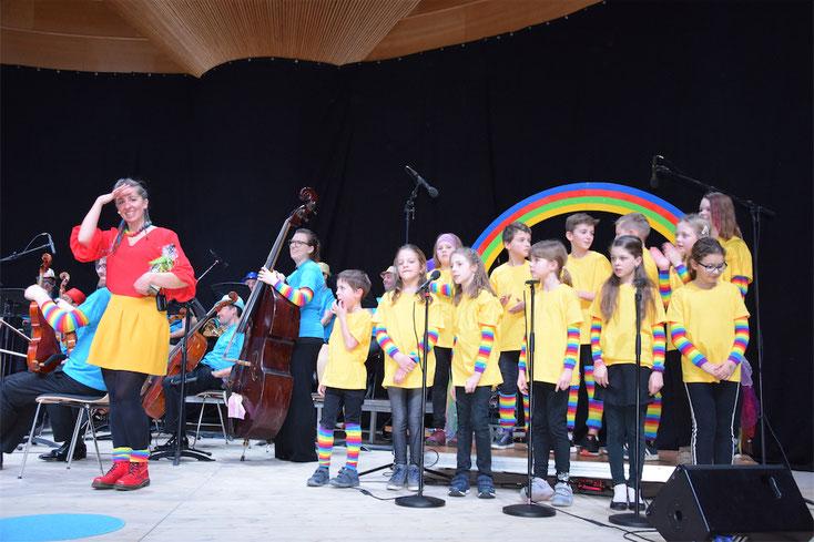 """27. Jänner 2019: Kinderliedermacherin Mai Cocopelli und das Oö. Mozartensemble & Band gestalteten mit """"Floh im Ohr"""" einen tollen Konzertnachmittag."""