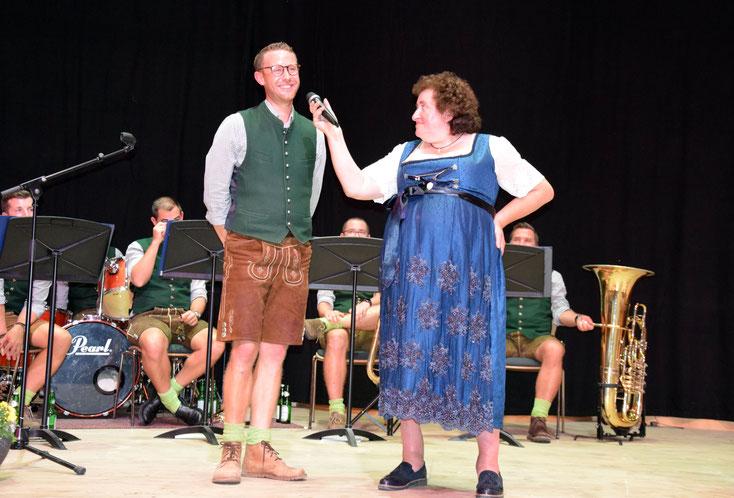 9. Oktober 2020: Dämmerschoppen mit der bayrischen Gstanzl-Queen Renate Maier - hier mit Christoph Kaindlstorfer vom Birnstingl-Ensemble, das für beste musikalische Unterhaltung sorgte.
