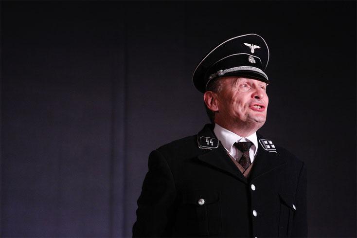 """7. Mai 2017: Franz Froschauer in der Rolle des """"Eichmann - ich habe nie einen Juden getötet!"""""""