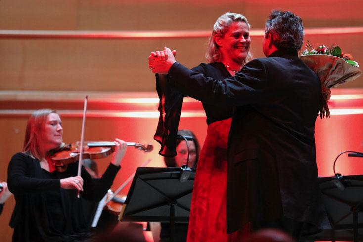 5. Jänner 2020: Die beiden Gesangssolisten Ursula Langmayr und Michael Nowak wagten zum Abschluss ein Tänzchen. Bitte Foto klicken – und Sie gelangen zur Galerie.