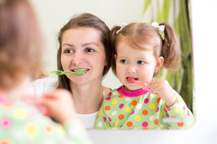 Tipps für Eltern für den ersten Besuch mit dem Kind beim Zahnarzt