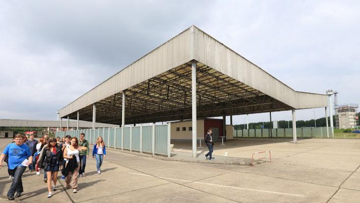 """""""Wechselseitig. Rück- und Zuwanderung in die DDR 1949 bis 1989"""" heißt eine aktuelle Ausstellung in der Gedenkstätte Deutsche Teilung in Marienborn in Sachsen-Anhalt (picture alliance / dpa / Jens Wolf)"""