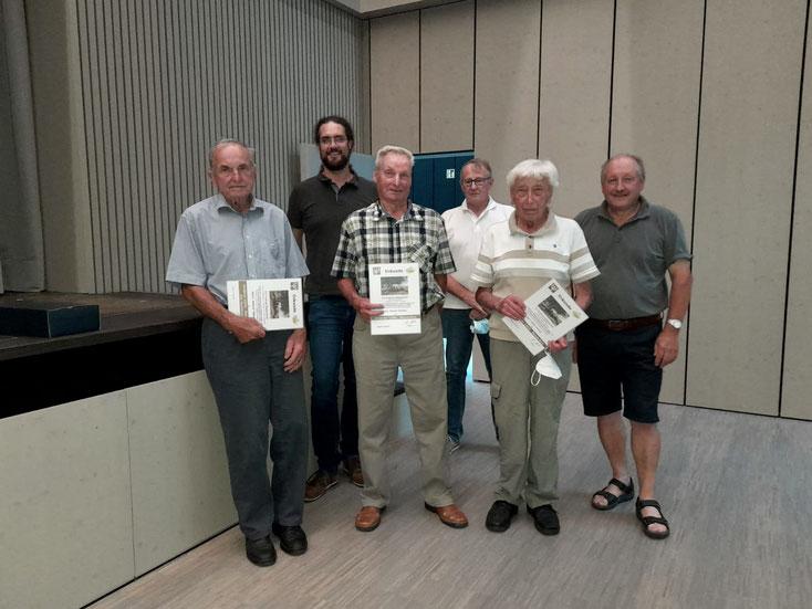 Vorstand und Geehrte (von links nach rechts): Helmut Fähnle, Oliver Hartstang, Richard Schwarz, Albert Scholpp, Martin Klumpp, Albert Schlipf.